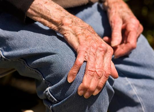 Как распознать болезнь Паркинсона и улучшить качество жизни больного?
