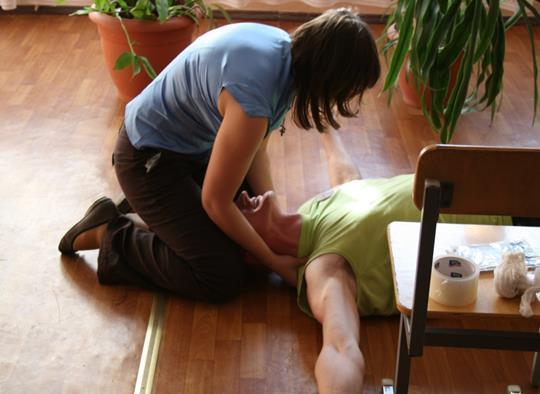 Помощь больному эпилепсией при приступе