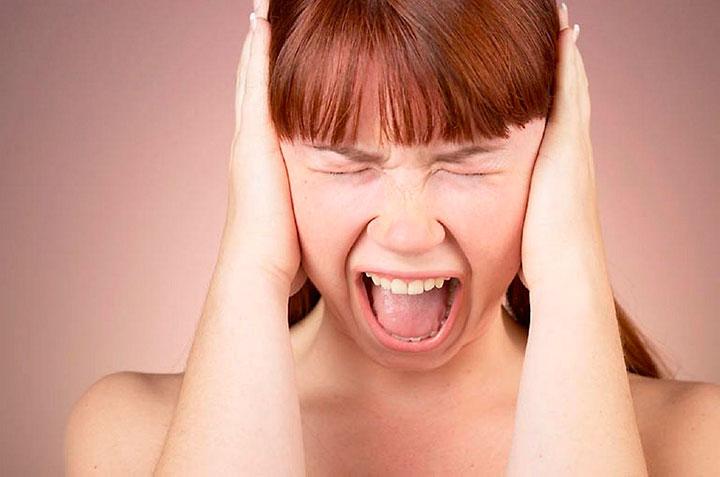 Массовая истерия: причина, симптомы, лечение